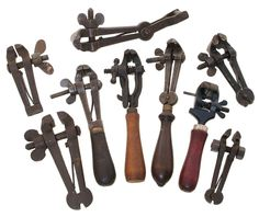 Collection of antique hand vices. Antique Tools, Old Tools, Vintage Tools, Makita Tools, Blacksmith Tools, Precision Tools, Metal Working Tools, Tools Hardware, Metal Shop