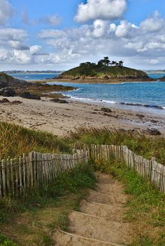 Europe Destinations, Amazing Destinations, Places To Travel, Places To Go, Photo Bretagne, Beautiful Places In The World, South Of France, France Travel, Landscape Photography