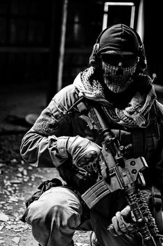 universe of chaos — Ghost soldier Special Forces Gear, Military Special Forces, Army Pics, Military Pictures, Military Guns, Military Art, Call Of Duty Warfare, Call Off Duty, Ghost Soldiers