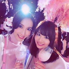 【setosaki】さんのInstagramをピンしています。 《お花見の写真いっぱいになっちゃったね🌸🌸🌸 桜が大好きだから・・・嬉しい♥️ なっちゃんにも久しぶりに会えたし👏( ˊᵕˋ ) 写真集やDVD大人気みたいなので、みんなもチェックしてね♥️ #平嶋夏海 #AKB48 #cute #sexy #日本一早いお花見 #フラワーズバイネイキッド  #tokyo #japan #beautiful #night #flowersbynaked #flowers #sakura #cherryblossom #立春 #桜 #お花見 #marieflower まなちゃん @marie.flower と、 りえちゃん  @marie.flower_rie の #ヘアアクセサリー や、フラワーバッグも買えるブースがあるからそこも要チェック♥️ 私が右耳につけてるのが、まなちゃんヘアアクセサリーです🌸🌸🌸》