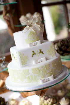 Für den schönsten Tag im Leben darf es nur die schönste Hochzeitstorte sein. Natürlich von Nicola Fürle aus Salzburg! Salzburg, Wedding Cakes, Desserts, Food, Cake Ideas, Life, Nice Asses, Wedding Gown Cakes, Tailgate Desserts