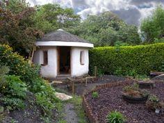 Garden buildings - Strawbale Garden Building (shed) – Garden buildings Backyard Buildings, Small Buildings, Wakefield, Strawbale Gardening, Garden Huts, Straw Bales, Natural Homes, Tool Sheds, Natural Building