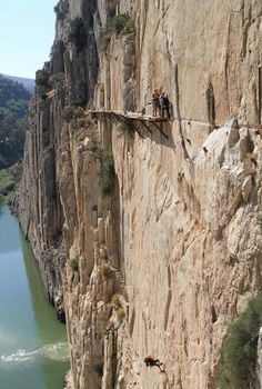 Nowhere to go but down!   El Camino del Rey (King's pathway) - Málaga, Spain ... maybe, but HOW ?????