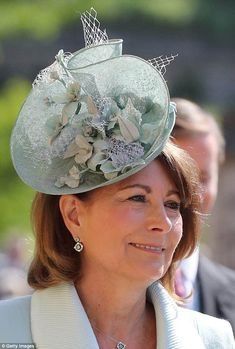 Carole Middleton arrives at St George's Chapel at Windsor Castle before the wedding of Prince Harry to Meghan Markle on May 2018 in Windsor, England. (Photo by Gareth Fuller - WPA Pool/Getty Images) Carole Middleton, Middleton Family, Prince Harry Wedding, Harry And Meghan Wedding, Meghan Markle Wedding, Prince Harry Et Meghan, Meghan Markle Prince Harry, Royal Wedding Outfits, Royal Weddings