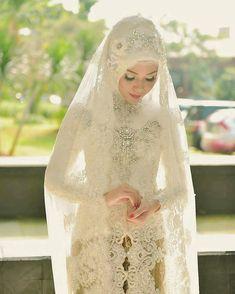 Inspirasi dari Sooo in love with the details 👰💗 Attire & make up by Photography by Venue… Kebaya Wedding, Muslimah Wedding Dress, Disney Wedding Dresses, Pakistani Wedding Dresses, Javanese Wedding, Indonesian Wedding, Bridal Hijab, Hijab Bride, Wedding Hijab Styles