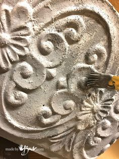 Simple and quick to create the look and feel of concrete. chalk (make your own calcium carbonate) to create texture and hard finish. Cement Art, Painting Concrete, Concrete Crafts, Concrete Projects, Faux Painting, Concrete Planters, Decorative Paint Finishes, Faux Paint Finishes, Spray Paint Vases