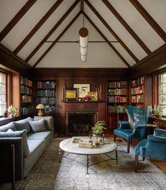 〚 Spacious Tudor house in Portland 〛 ◾ Photos ◾Ideas◾ Design Tudor House, Cottage Tudor, Rosa Tudor, Cuisine Tudor, Chic Living Room, Living Room Decor, Maison Tudor, Casa Estilo Tudor, Die Tudors