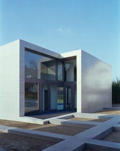 FINDLING HOUSE BY KEN ARCHITEKTEN    http://design-milk.com/findling-house-by-ken-architekten/