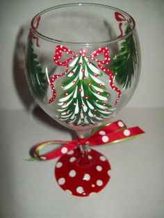 Christmas Tree wine glass, glasses in general. Glasses, paint pens, glaze by doenapple Christmas Wine Glasses, Diy Wine Glasses, Hand Painted Wine Glasses, Wine Glass Crafts, Wine Bottle Crafts, Wine Bottles, Holiday Crafts, Christmas Crafts, Christmas Decorations