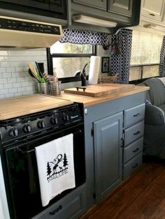 41 Cheap Pallet Farmhouse Kitchen for Upgrade Your RV Travel Trailer - - Camping - Decor, Sink Cover, Remodel, Remodeled Campers, Kitchen, Home Diy, Pallet Diy, Diy Hanging Shelves, Farmhouse Kitchen