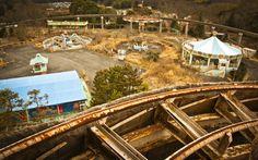 Nara Dreamland é um parque temático construído perto da capital de Nara, no Japão, em 1961. O parque foi um belo flagrante de uma tentativa de imitar a Disneylândia, incluindo uma Rua Principal, um castelo da Bela Adormecida e uma montanha com um passeio de bobsled (qualquer semelhança com a atração Matterhorn do mundo dos sonhos de Walt Disney não é mera coincidência). O parque foi fechado permanentemente em 2006.