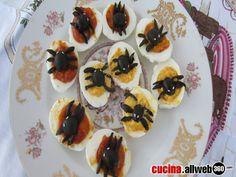 Nella notte delle streghe perchè non preparare ricetta qualcosa di sfizioso ma semplice? Uova sode con ragni una ricetta di Halloween spaventosissima!