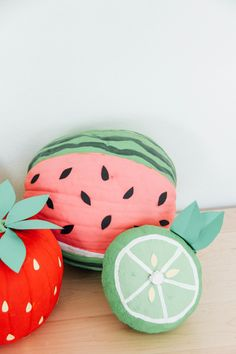 Your dreams have come true and its easy peasy. With cardstock, paint and a paintbrush, you'll be well on your way to the cutest porch fruit in town. Holidays Halloween, Cute Halloween, Halloween Crafts, Halloween Decorations, Pumpkin Decorations, Halloween Stuff, Mini Pumpkins, Painted Pumpkins, Halloween Pumpkins