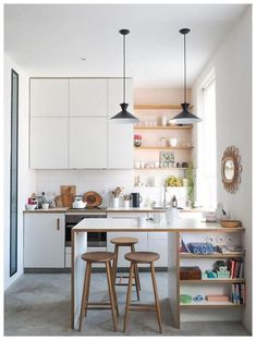 FIND OUT: Stunning Small Kitchen Interior Design Ideas Absolutely Perfect! Kitchen – home accessories Studio Kitchen, Home Decor Kitchen, Interior Design Kitchen, Home Kitchens, Kitchen Dining, Kitchen Ideas, Small Kitchen Bar, Studio Apartment Kitchen, Modern Small Kitchen Design