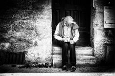 An old man sketching in Uzes, France.  #treyratcliff at www.StuckInCustom... - all images Creative Commons Noncommercial.
