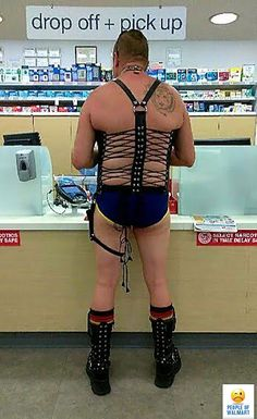 35 Bizarre People of Walmart That Are The Best Freak Ever - Page 5 of 5 - Wackyy Wierd Pictures, Funny Walmart Pictures, Walmart Funny, Funny People Pictures, Creepy Photos, Funny Photos, Funny Fail Pics, Amazing Pictures, Funny Memes