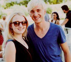 Eles sao fofos juntos mas nao como namorados so como amigos.