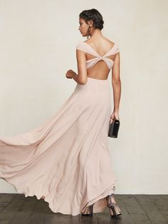 A fabulous dress for those who like the dance the night away. The Sera design is perfect for brides and bridesmaids alike, boasting a sleek fit and daring open back with some beatiful details in unexpected places. Bridal Party Dresses, Wedding Bridesmaid Dresses, Brides And Bridesmaids, Fabulous Dresses, Beautiful Dresses, Bridesmaid Inspiration, Evening Dresses, Formal Dresses, Party Looks