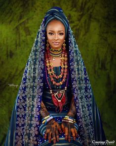 The Fulani bride is a beautiful work of art from head to toe. The henna paintings, accessories and the face beat come together beautifully African Lace Dresses, African Wedding Dress, African Fashion Dresses, African Traditional Wedding Dress, Traditional Weddings, African Beauty, African Women, African Style, Nigerian Bride