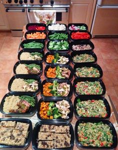 Whether you& meal prepping for health, weight loss, clean eating, or convenience, these 25 posts are the ones you need to look at! Food prep tips! Meal Prep Guide, Meal Prep Plans, Diet Meal Plans, Sunday Meal Prep, Easy Meal Prep, Healthy Meal Prep, Best Healthy Dinner Recipes, Clean Eating Recipes, Keto Recipes
