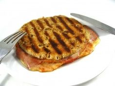 Pizza melt The skinny for 1 melt, 215 calories, 8 grams of fat and 6 Weight Watchers POINTS PLUS. I'm comparing it to a Pizza Hut personal pan pizza pepperoni which has a shocking 640 calories ad 29 grams of fat! Points Plus Recipes, Ww Recipes, Low Calorie Recipes, Light Recipes, Pizza Recipes, Cooking Recipes, Healthy Recipes, Cleaning Recipes, Recipies
