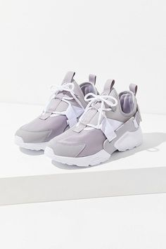 the latest f5d84 5537f Nike Air Huarache City Low Grey Sneaker
