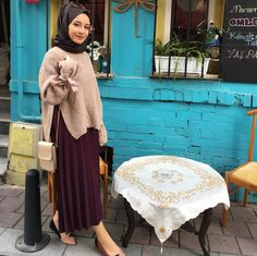 Image may contain: 1 person Tesettür Mayo Şort Modelleri 2020 Modern Hijab Fashion, Street Hijab Fashion, Islamic Fashion, Abaya Fashion, Muslim Fashion, Modest Fashion, Girl Fashion, Fashion Outfits, Hijab Style