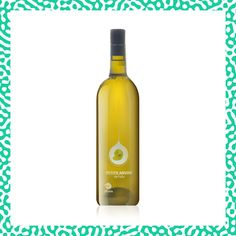 La Petite Arvine de Mathilde Roux est un Fully Grand Cru par sa haute qualité et sa capacité à exprimer la beauté du terroir où il est cultivé. Il a des arômes exotiques de mangue, d'agrumes avec une touche de rhubarbe et une finale légèrement salée typique de ce cépage. Étoile montante du vin suisse, Mathilde Roux a été élue parmi les 125 meilleurs vignerons de Suisse au guide Gault & Millau 2020. Grand Cru, Switzerland, Cave, Organic, Touch, Fruit, Bottle, White Wine, Mango
