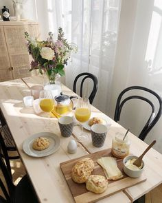 Lets Stay Home, Getting Hungry, Aesthetic Room Decor, Slow Living, Fine Dining, Home Decor Inspiration, Homemaking, Sweet Home, Table Settings