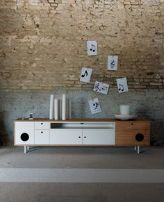 Yes it's back! modern retro sideboard Caixa. Organizing tips: you can use it as a cupboard, tv stand and, of course, for your hi-fi system. Plus: Caixa is a piece of furniture with integrated speakers. Superb!