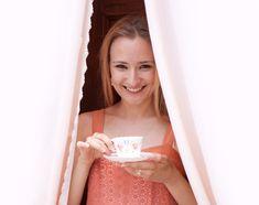 L'arte di bere il #Té. Scopriamo il mondo di Nicoletta Tul. Uno spazio web dedicato all'arte del Té: nicolettatul.it. Nicoletta è una degustatrice di tè, una donna che non si limita a berlo e degustarlo ma che vive il tè con passione e che lo identifica con la sua stessa vita! Un'esagerazione forse? Non si direbbe. http://www.ilsitodelledonne.it/?p=19255
