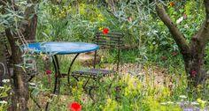 """2) Ainda na categoria """"show"""", o charmoso jardim acima, patrocinado pela L'Occitane, ficou com uma das medalhas de ouro. Criado por James Basson e executado por Peter Dowle, ele recria a atmosfera bucólica da cidade francesa de Grasse, famosa pelas suas perfumarias Foto: Divulgação / Royal Horticultural Society"""