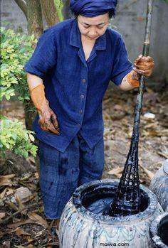 MAIWA: traditional indigo vat preparation in Laos.
