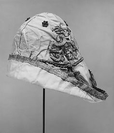 16th c. Italian silk Hat. MetMuseum. Look at that Robin Hood style!