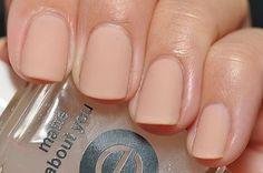 O esmalte nude está de cara nova para o verão: cobertura matte