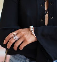 Blogger @songofstyle wearing timeless and classic PANDORA pieces to match the atmosphere at stunning Getty Villa in Malibu. #PANDORAstyle #PANDORAring #PANDORAbracelet