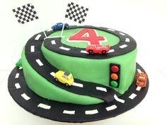 Cars race course cake! Voor mijn stoere 4 jarige die een atuotaart wilde met racebaan.
