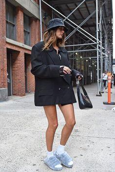 Hailey Baldwin, Celebrities, Celebs, Celebrity Style, Justin Hailey, Hobo Bag, Leather Skirt, Bob, Hats