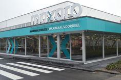 Showroom van 5.000 m2 | Maxaro (voorheen Sanitairtotaal) Showroom, Van, Neon Signs, Vans, Fashion Showroom