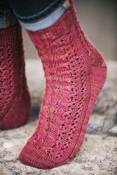 Cranberry Harvest Socks Cranberry Harvest Socks – I Like Knitting Wool Socks, Knitting Socks, Loom Knitting, Hand Knitting, Knitting Patterns, Knitting Ideas, Stitch Patterns, Crochet Wool, Cozy Fashion