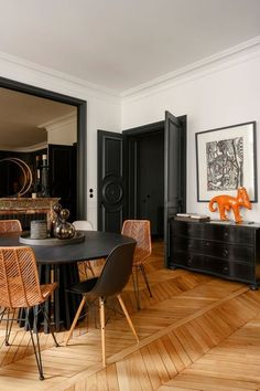 The French apartment of interior designer Adèle Dénis airbnb decor room ideas French Apartment, Apartment Interior Design, Interior Design Kitchen, Interior Decorating, French Interior Design, The Apartment, Modern French Interiors, European Apartment, Classical Interior Design