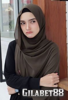 What is the difference between Hijab and Satr? Muslim Women Fashion, Modern Hijab Fashion, Hijab Fashion Inspiration, Hijab Style Dress, Hijab Chic, Hijabi Girl, Girl Hijab, Beautiful Muslim Women, Beautiful Hijab