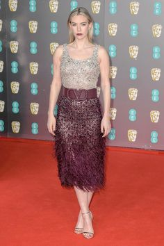 Vanessa Kirby Fans Young Vic, Vanessa Kirby, Alexander Mcqueen Dresses, Vogue China, Princess Margaret, Atelier Versace, English Actresses, Charlize Theron, Celebs