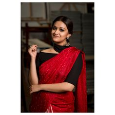 Check out how beautifully this popular South Indian actress have styled her ethnic outfits. Take some style inspiration from her! Indian Look, Indian Ethnic Wear, Ethnic Outfits, Indian Outfits, Bandhani Saree, Sari, Tamil Girls, Bollywood Saree, Bollywood Wedding