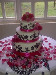 pink, black and white wedding cake, it'd be much cuter with blue, black and white