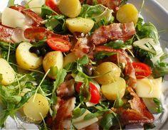 Салат с запеченным картофелем, беконом и помидорами от Юлии Высоцкой  Салат получается сытным и очень аппетитным. Хороший вариант легкого ужина. Картофель слишком сильно прожаривать не надо. Вместо руколы можно взять петрушку, укроп или сельдерей. #готовимдома #едимдома #кулинария #домашняяеда #салат #закуска #запеченный #картофель #бекон #помидоры #юлиявысоцкая