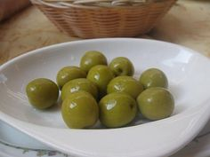 Las aceitunas, un sabroso aperitivo con gran contenido en potasio Fruit, Victoria, Food, Foods, Diet And Nutrition, Tasty, Appetizers, Diets, Health