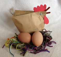 I have you introduced to my hens, have I? I'm also proudly showing you the eggs my feathery friends provide me with. There are so many that I can make a lovely birthday gift for Mona. Easter Crafts, Crafts For Kids, Diy Crafts, Chicken Crafts, Diy Ostern, Egg And I, Art Activities, Spring Crafts, Hens