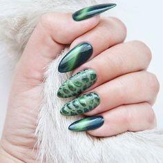Rio de Janeiro i Ecuador @indigonails  Bombowe połączenie, prawda? Kocie oko i wężowa skórka!  Zabieram Indigo Nails ze sobą jutro na targi @lne_polska!  I jak @nailz_ann?  #indigo #indigonails #indigonailslab #paznokcie #pazurki #nails #nailart #nailswag #nailstagram #nailoftheday #hybryda #hybrydowe #hybrid #hybridnails #hybridmanicure #manicure #nailart #blog #blogerka #blogger #bbloggers #bbloger #bblog #riodejaneiro #cateye #gelbrush #kocieoko #ecuador #gelpolish #beautyblo...
