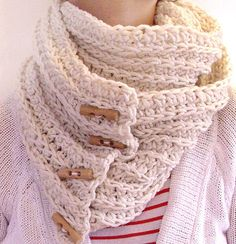adding toggles to make a crochet scarf an infinity scarf... hm. gonna try
